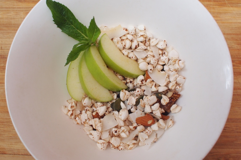 muesli with apple and mint